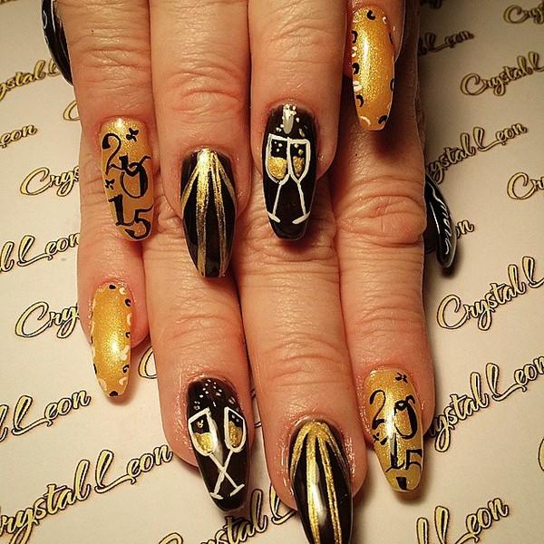 18 mẫu nail kim tuyến đẹp tuyệt vời cho nàng