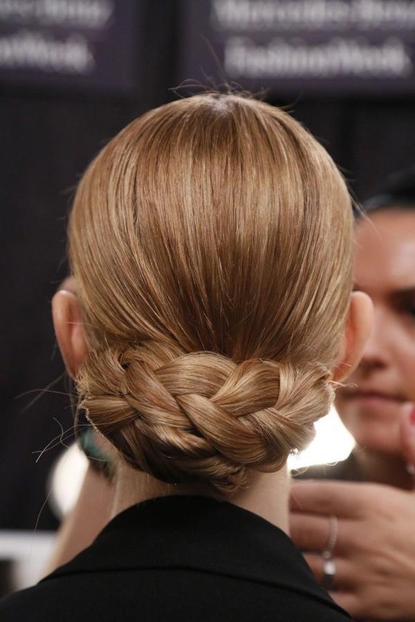 9 kiểu tóc búi cho nàng công sở