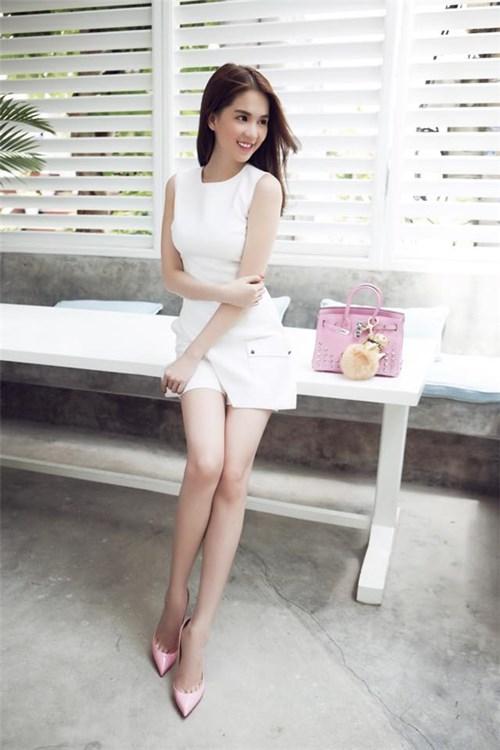 Bí quyết diện trang phục trắng tinh khôi như ngọc trinh