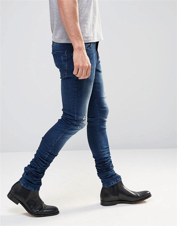 Chiếc quần jeans quái dị khiến người mua điên tiết