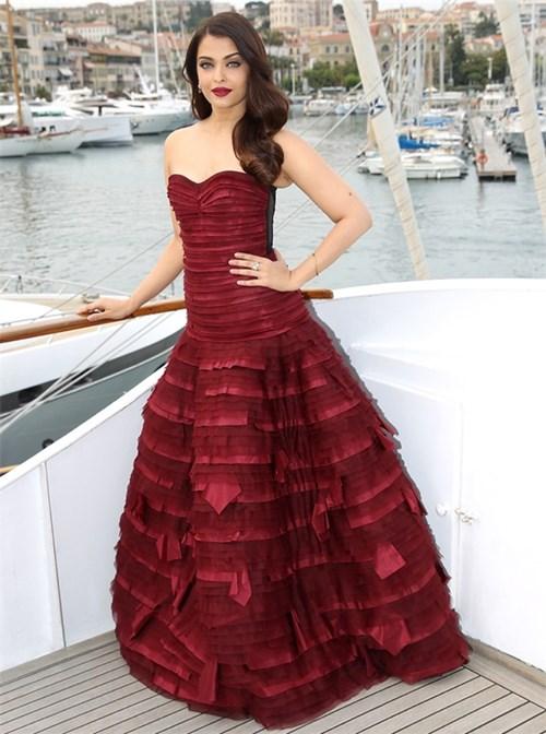 Nhan sắc tuột dốc không phanh của hoa hậu đẹp nhất thế giới