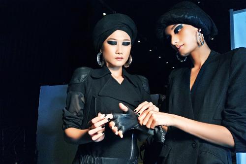 Những kiểu make-up ám ảnh trên sàn diễn thời trang việt nam