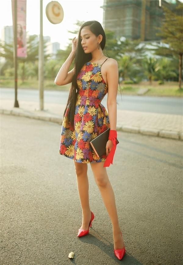 Phương trinh phạm hương cực chuẩn với thời trang màu trầm