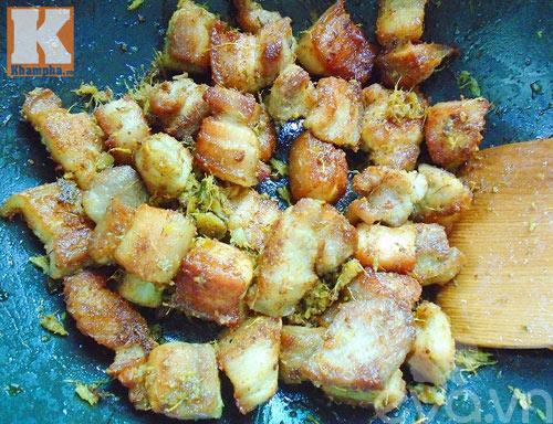 Thịt ba chỉ đảo lá mắc mật thơm ngon không tưởng