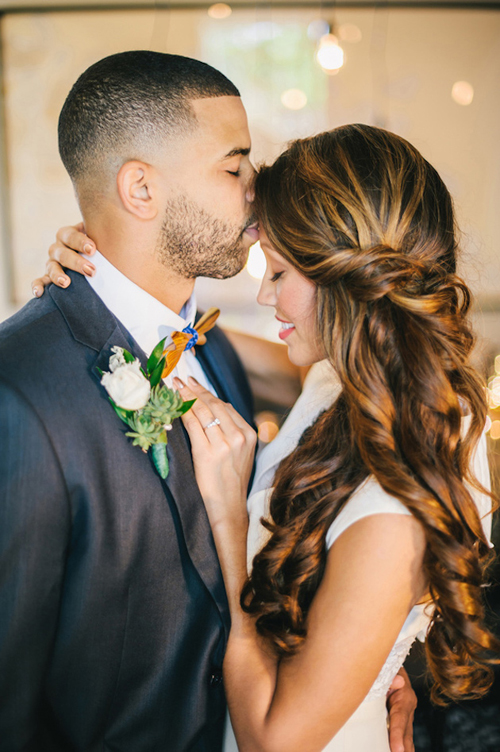 Tóc tết buộc nửa đầu tuyệt đẹp cho cô dâu ngày cưới