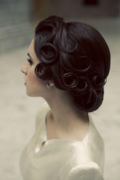 Tóc xoăn vintage quyến rũ theo phong cách cổ điển