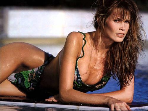 Bí quyết dưỡng da mịn tóc siêu mượt của siêu mẫu thập niên 90