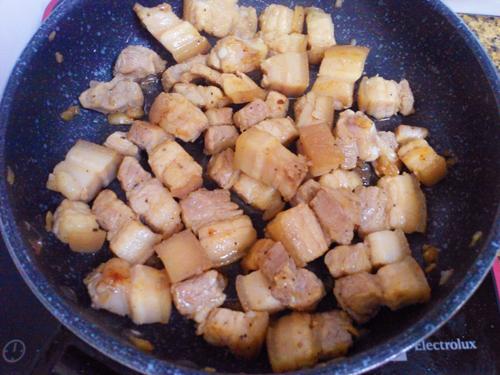 Cách làm món thịt kho củ cải trứng cút
