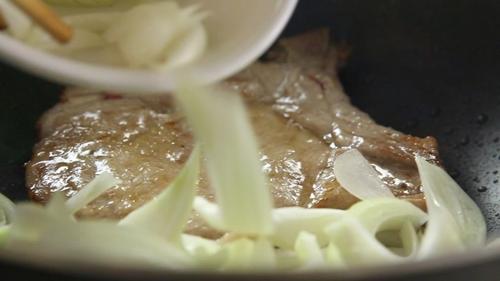 Cách nấu sườn heo áp chảo thơm ngon