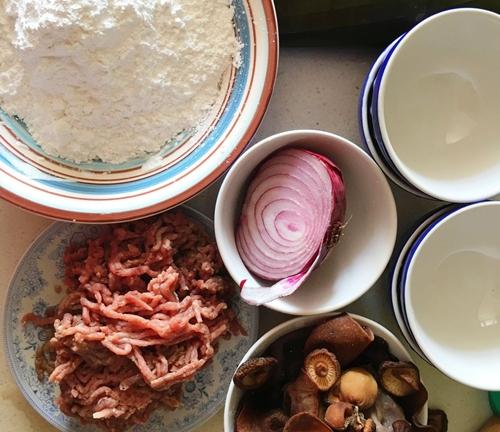 Cách tự làm bánh giò nóng hổi siêu ngon tại nhà