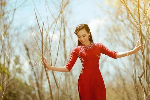 Duyên dáng với áo dài cách điệu như á khôi lệ quyên