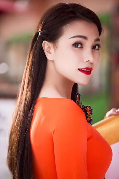 Học cách trang điểm làm tóc diện áo dài đẹp tựa trà ngọc hằng