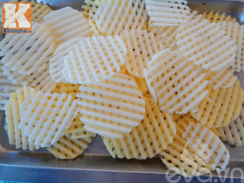 Hướng dẫn làm khoai tây chiên kiểu lưới giòn tan