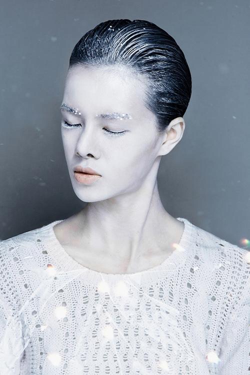 Mi trắng môi xanh gân ấn tượng mạnh