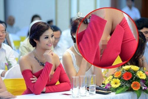 Ngọc hân nhiều lần bị săm soi vì trang phục lỗi