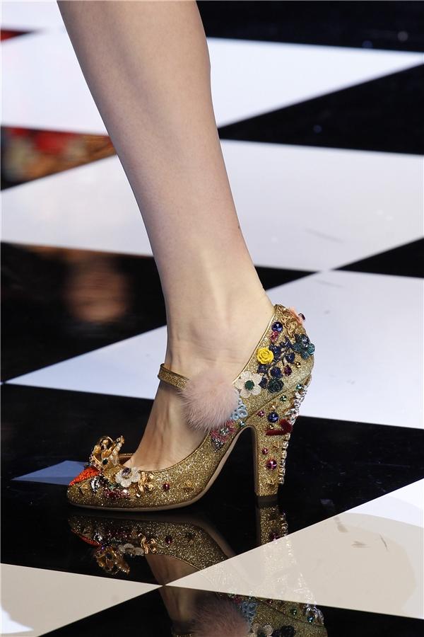 Những đôi giày tuyệt đẹp bị lọ lem đánh rơi giữa đời thực