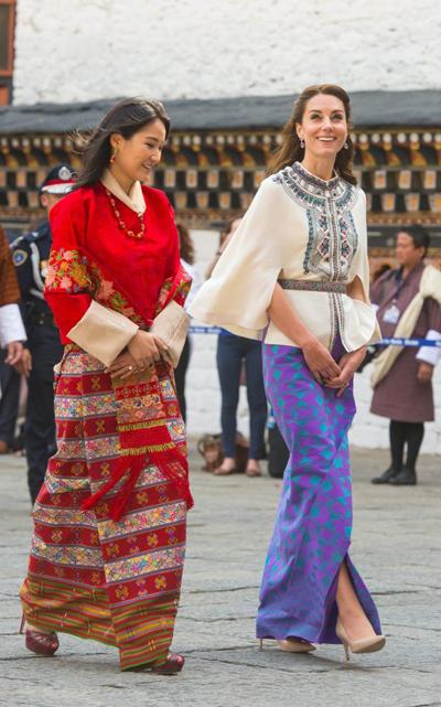 Vải may váy thăm bhutan của kate middleton giá hơn 1500 usd