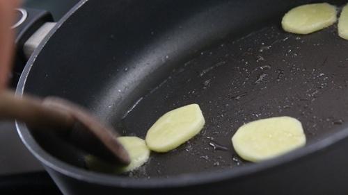 Cách làm từ a-z món sườn heo hầm bí ngòi nóng hổi