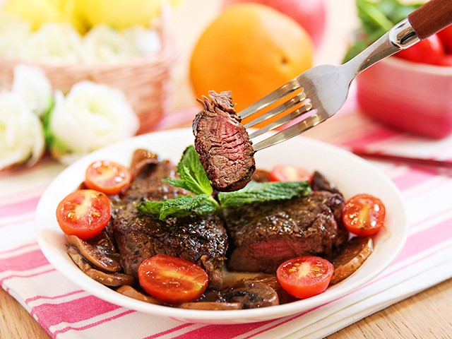 Cách nấu thịt bò áp chảo sốt nấm tuyệt ngon