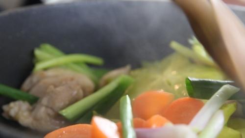 Hướng dẫn làm thịt gà xào khế khiến cơm hết ế