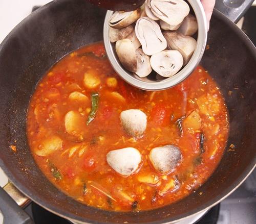 Nấu lẩu thái chua cay hấp dẫn cuối tuần
