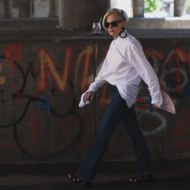 Ngưỡng mộ sự tự tin tuyệt vời của lyn slater quý bà 60 tuổi