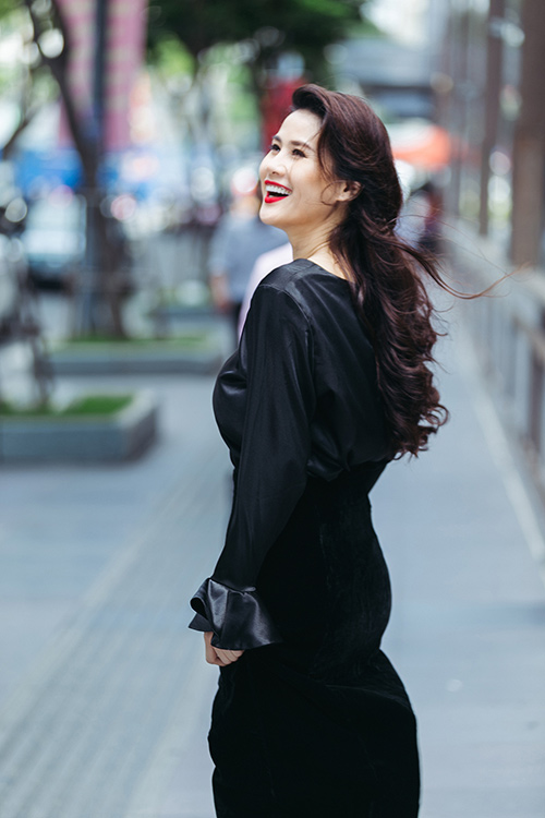 Phong cách thời trang rạng ngời của người đẹp không tuổi thân thuý hà