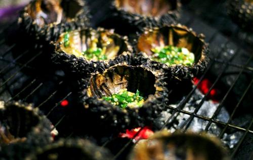 Đặc sản của biển nam du - nhum nướng mỡ hành