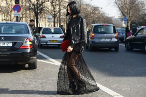 Diện váy ren ra phố ngày đông tại sao không
