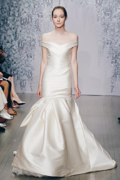 Váy cưới vai trễ vai chưa bao giờ thôi quyến rũ