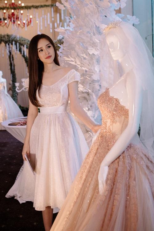 Vẻ đẹp trong veo như công chúa của mai phương thúy
