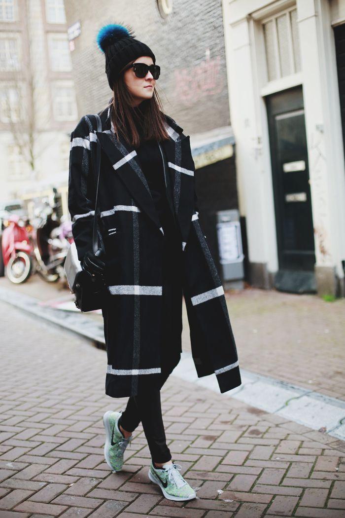 Bí quyết diện áo khoác và giày thể thao đẹp như ngôi sao