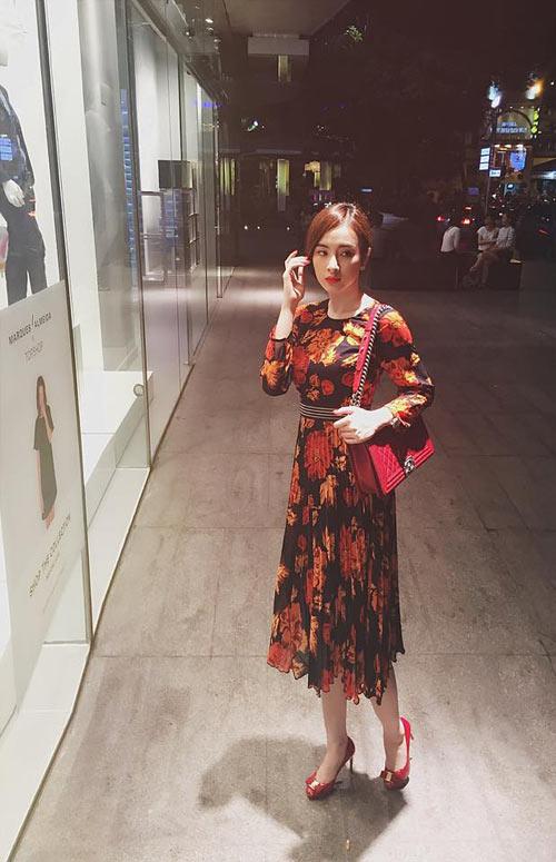Lưu hương giang đẹp lạ vời street style phong cách
