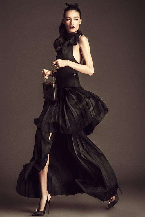 Nhà thiết kế bênh vực chiếc váy dìm dáng diễm my 9x