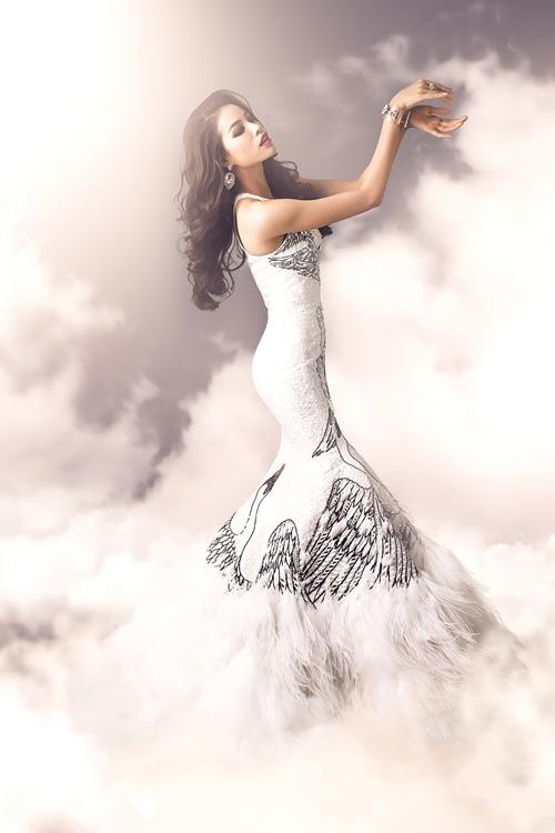 nín thở vì váy dạ hội của phạm hương tại chung kết hhhv