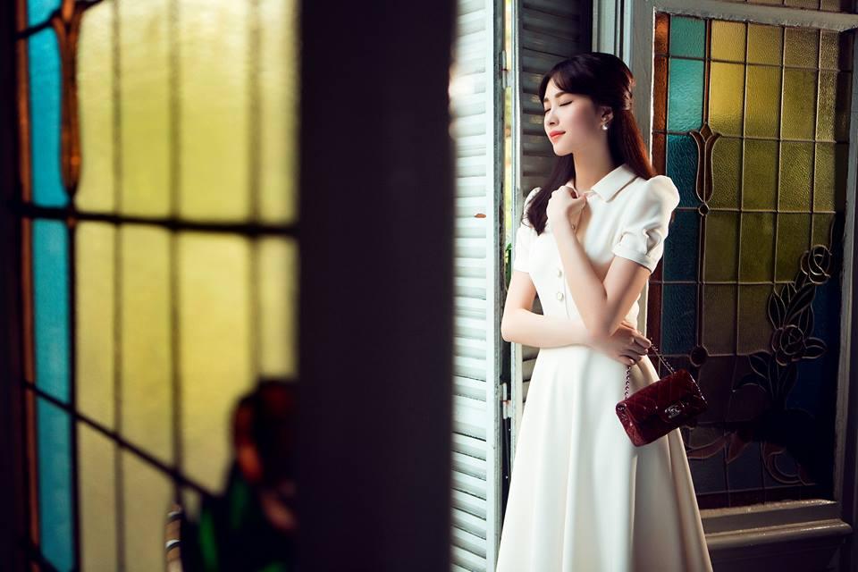 Phạm hương mang 15 bộ váy của lê thanh hòa đi thi hhhv
