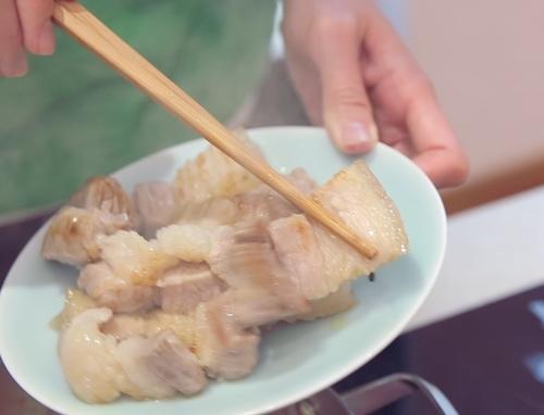Thịt ba chỉ om nấm cho bữa cơm thêm đậm đà