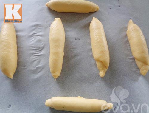 Bánh mì bơ tỏi thơm lừng gian bếp