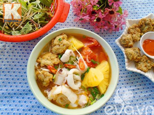 Bún hải sản nóng hổi cho bữa sáng