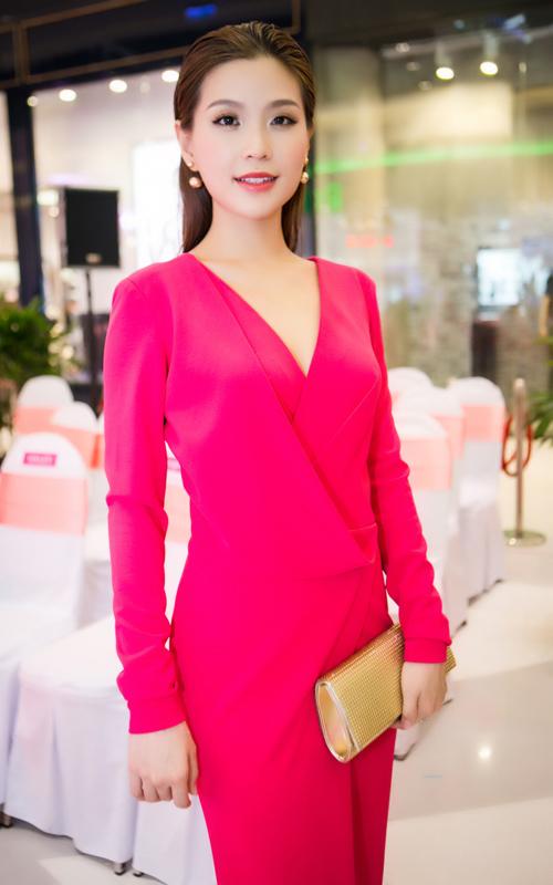 Hoa hậu hương giang khen gu thời trang của diễm trang