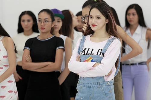 Hồng xuân 1m90 tóc xơ xác đi tập show thời trang tóc