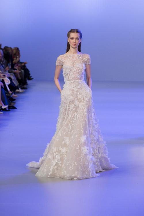 Nhìn lại loạt váy cưới nhẫn cưới trăm tỷ đồng của angela baby