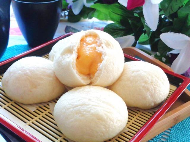 Thưởng thức bánh bao kim sa ngon mê mẩn