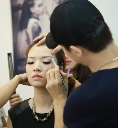 Gương mặt đan lê trước và sau trang điểm