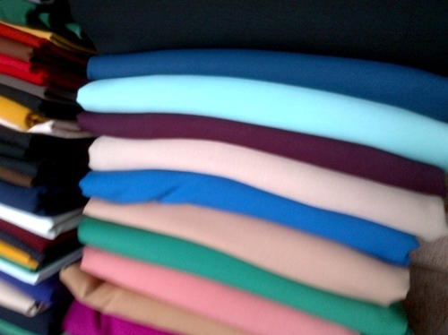 Kinh nghiệm chọn vải may quần cho nữ công sở