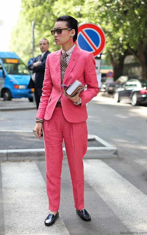 Mỹ nhân xinh trai với comple hồng thời thượng