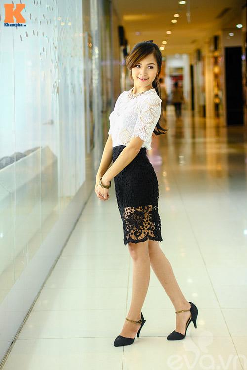 4 cách biến hóa cùng 1 chân váy ren