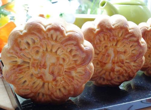 Bánh trung thu nướng nhân đậu xanh mứt bí