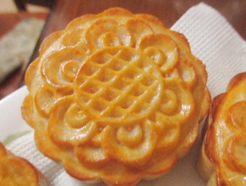 Cach lam bánh trung thu nướng nhân custard đầy hấp dẫn