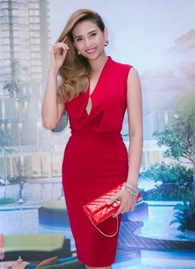 Mỹ tâm mặc đẹp nhất tuần với váy che khuyết điểm hình thể